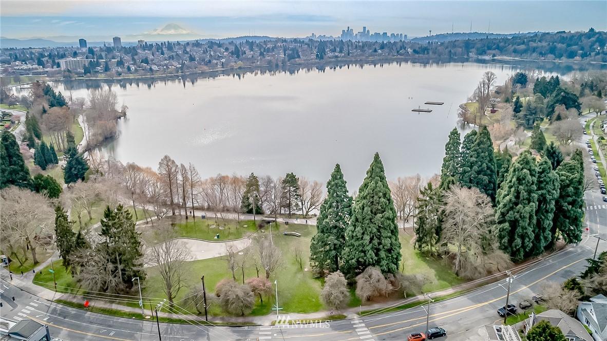Sold Property | 7866 Green Lake Drive N #4 Seattle, WA 98103 26