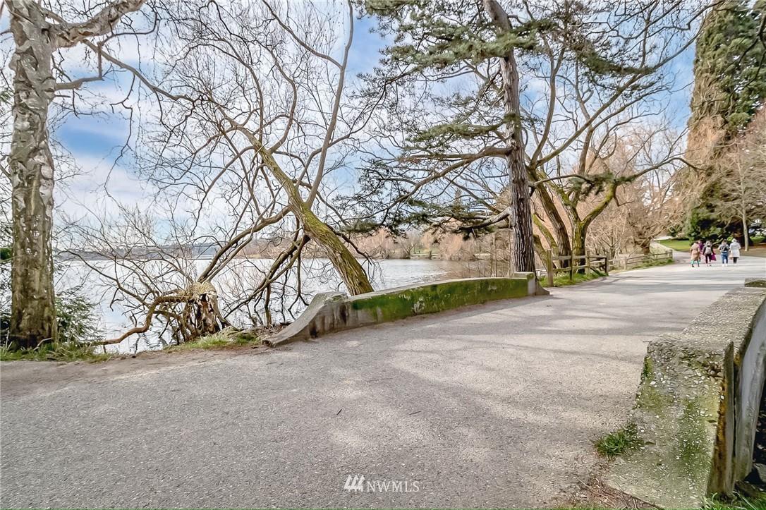 Sold Property | 7866 Green Lake Drive N #4 Seattle, WA 98103 22