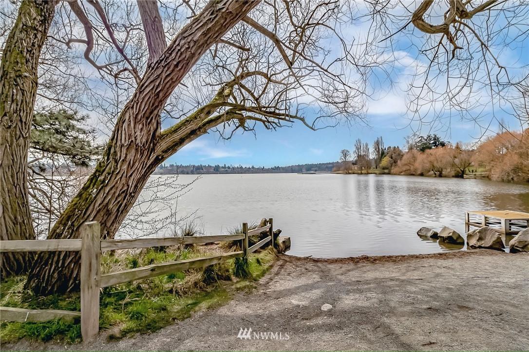 Sold Property | 7866 Green Lake Drive N #4 Seattle, WA 98103 23