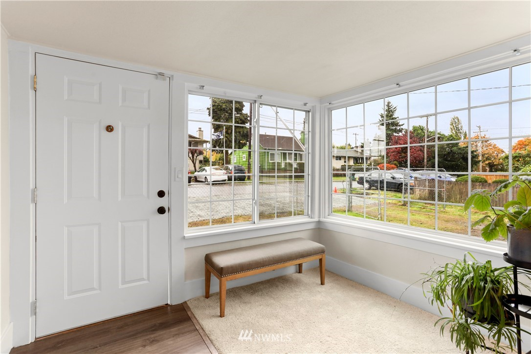 Sold Property   9047 37th Avenue S Seattle, WA 98118 6