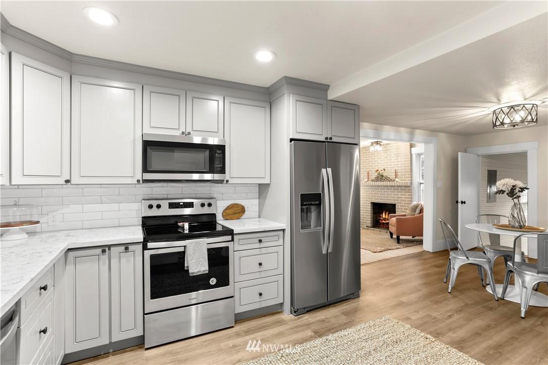 Sold Property   9047 37th Avenue S Seattle, WA 98118 11