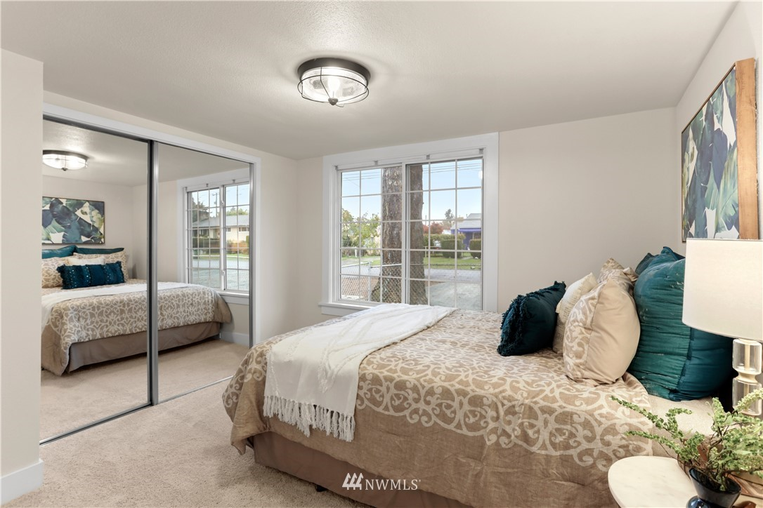 Sold Property   9047 37th Avenue S Seattle, WA 98118 12