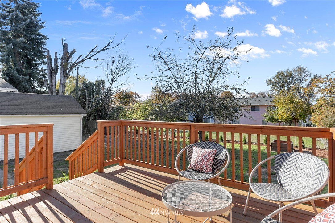 Sold Property   9047 37th Avenue S Seattle, WA 98118 25
