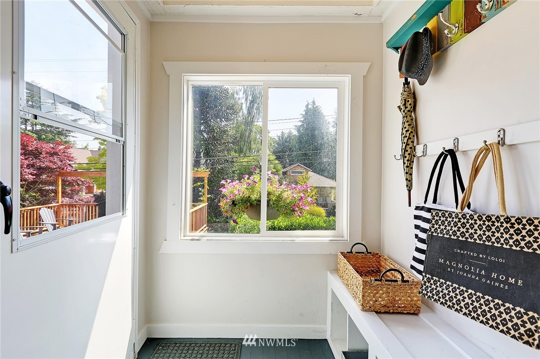 Sold Property | 1423 33rd Avenue Seattle, WA 98122 2