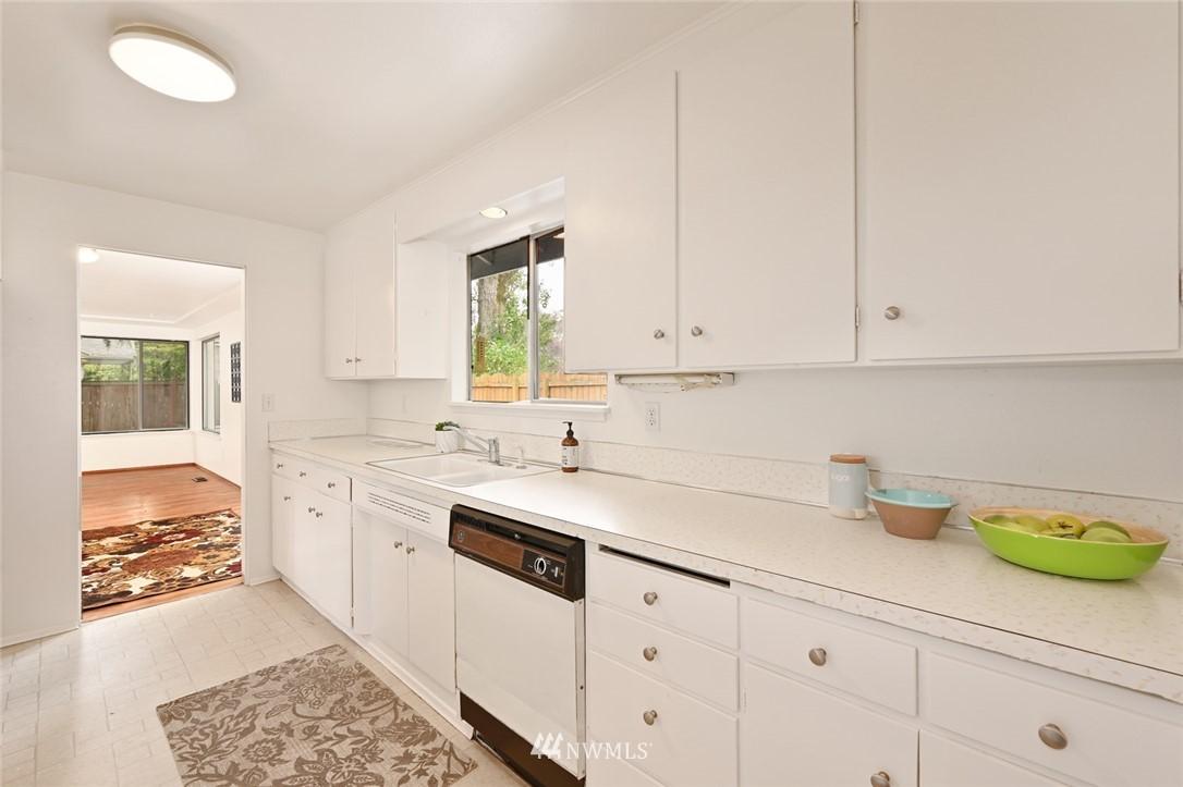 Sold Property | 13328 Corliss Avenue N Seattle, WA 98133 8