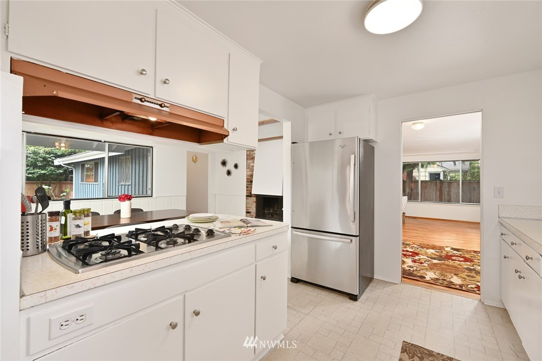 Sold Property | 13328 Corliss Avenue N Seattle, WA 98133 9