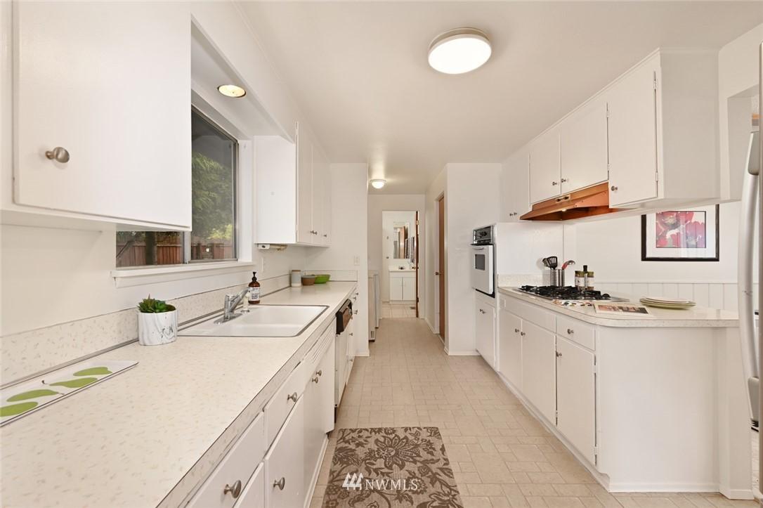 Sold Property | 13328 Corliss Avenue N Seattle, WA 98133 10