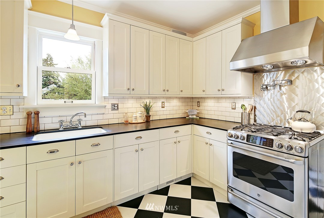 Sold Property | 7309 25th Avenue NW Seattle, WA 98117 5