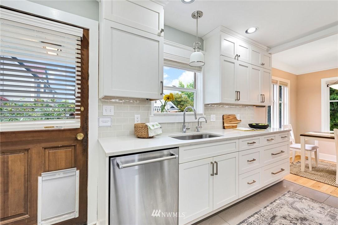 Sold Property | 5919 Kirkwood Place N Seattle, WA 98103 8