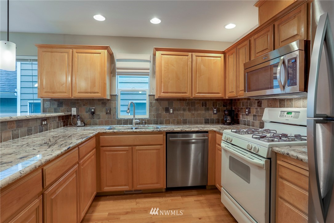 Sold Property | 5300 Glenwood Avenue #C2 Everett, WA 98203 8