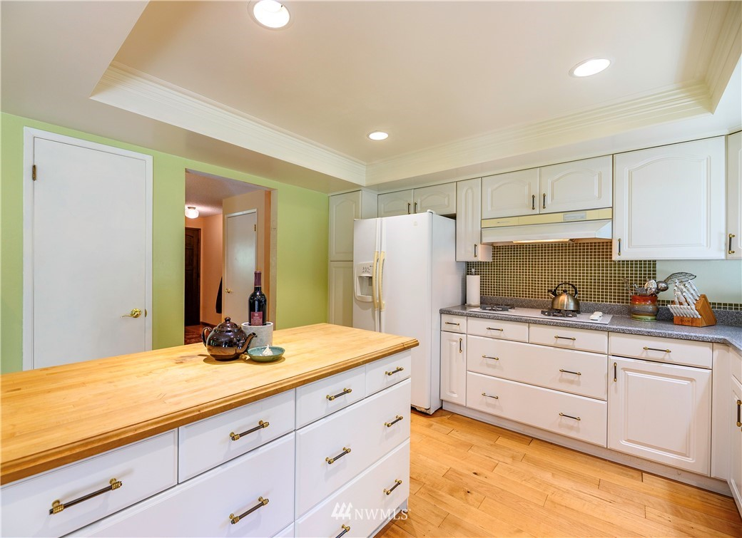 Sold Property | 24024 57th Avenue SE Woodinville, WA 98072 14