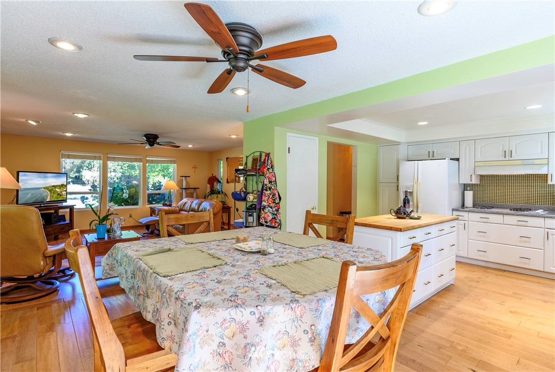 Sold Property | 24024 57th Avenue SE Woodinville, WA 98072 18