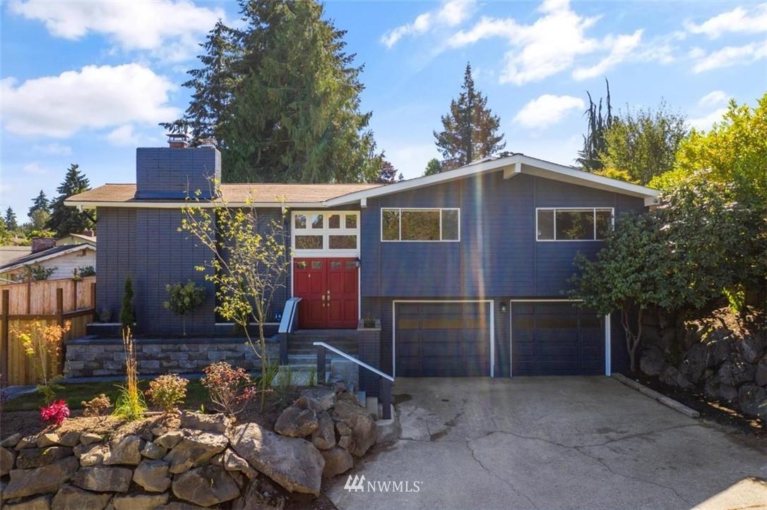 Sold Property | 4105 NE 98th Street Seattle, WA 98115 2