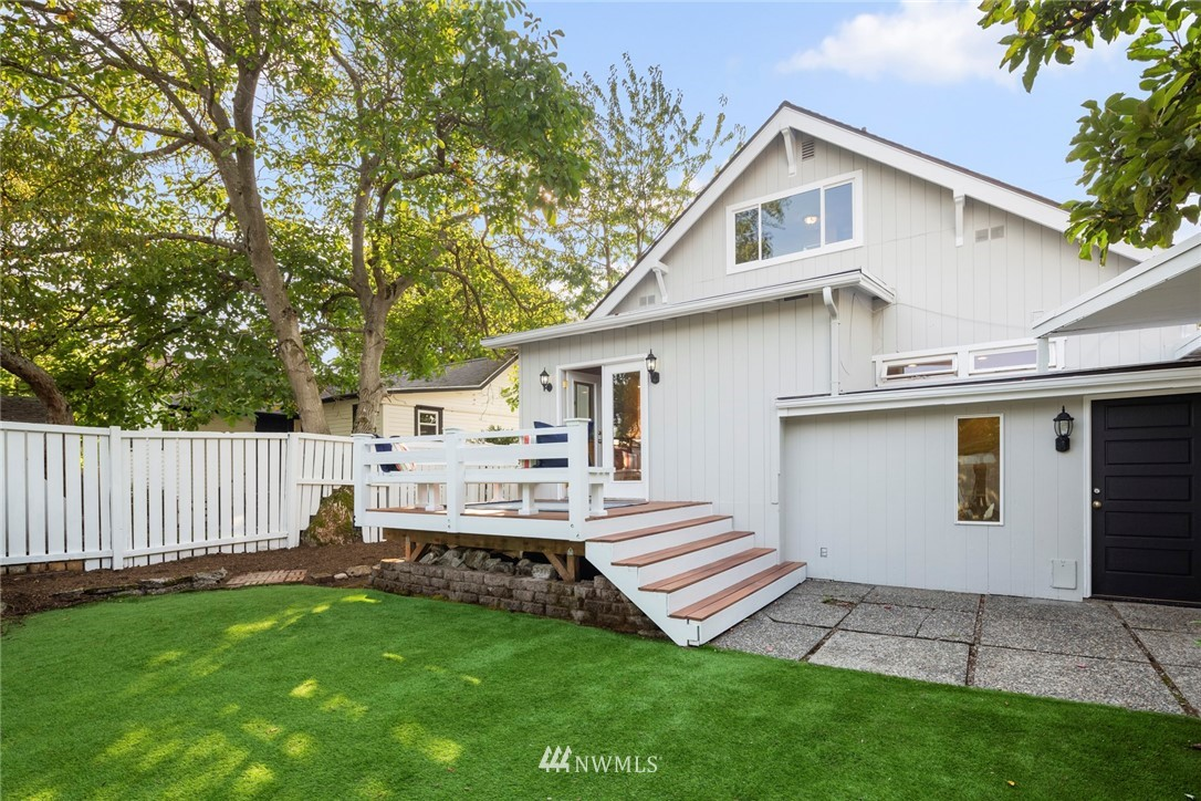 Sold Property | 8322 11th Avenue NW Seattle, WA 98117 4