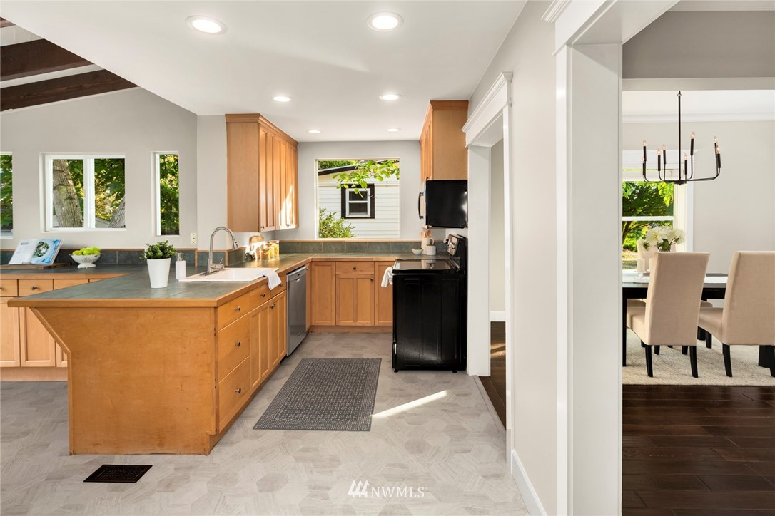 Sold Property | 8322 11th Avenue NW Seattle, WA 98117 13