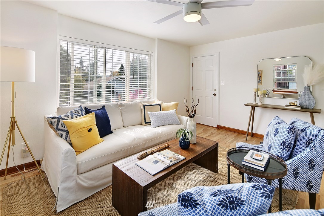 Sold Property   7866 Green Lake Drive N #3 Seattle, WA 98103 4