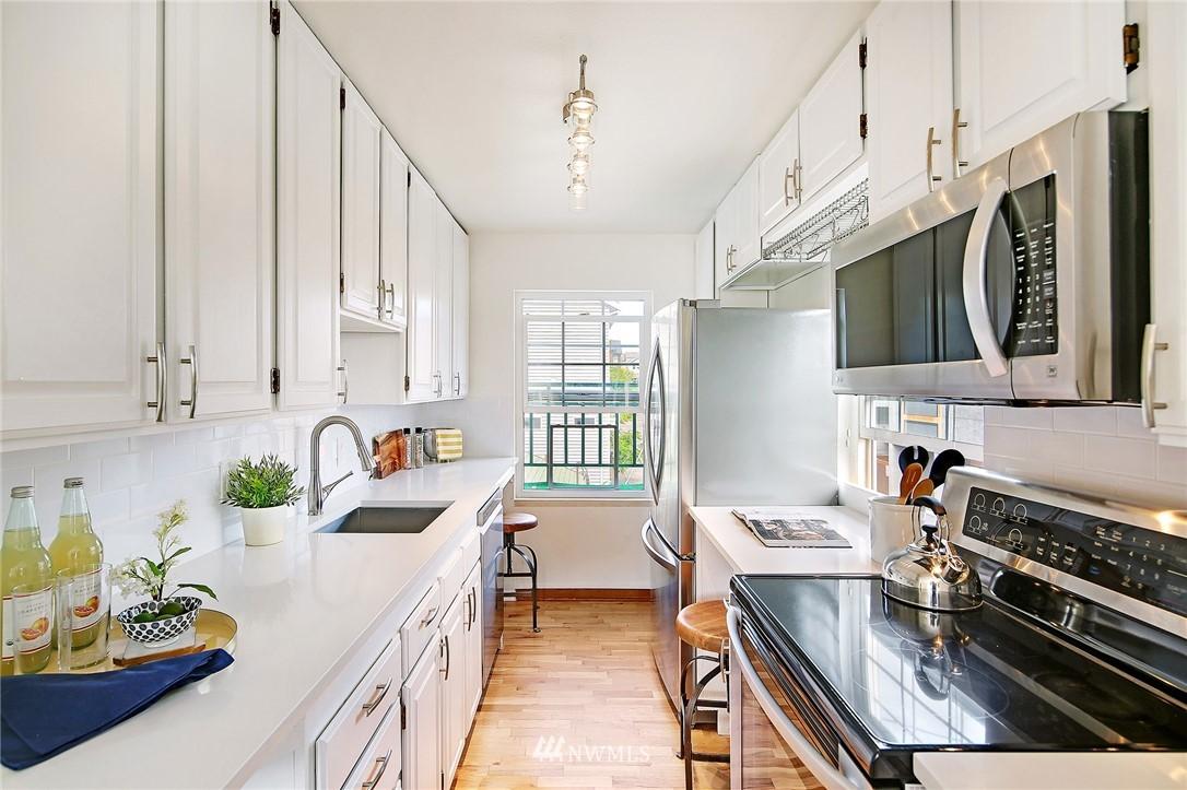Sold Property   7866 Green Lake Drive N #3 Seattle, WA 98103 6