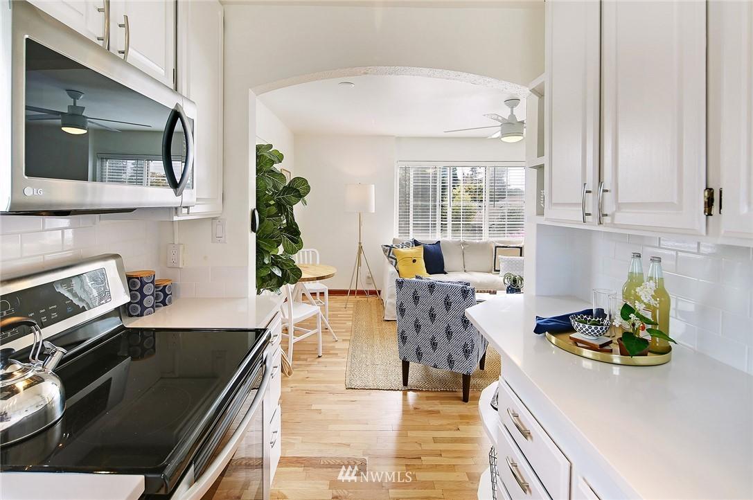 Sold Property   7866 Green Lake Drive N #3 Seattle, WA 98103 7