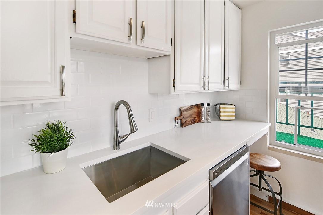 Sold Property   7866 Green Lake Drive N #3 Seattle, WA 98103 8