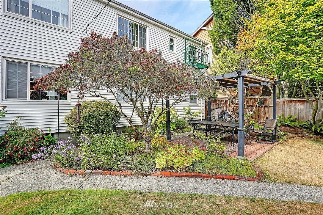Sold Property   7866 Green Lake Drive N #3 Seattle, WA 98103 16