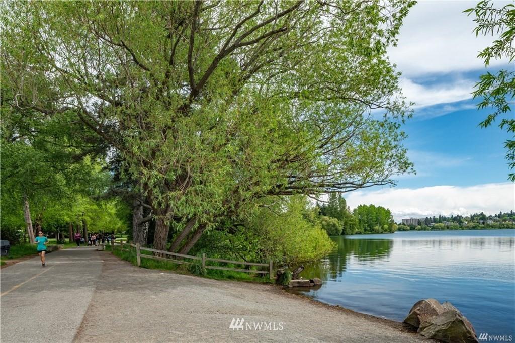 Sold Property   7866 Green Lake Drive N #3 Seattle, WA 98103 20