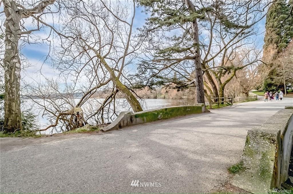 Sold Property   7866 Green Lake Drive N #3 Seattle, WA 98103 24