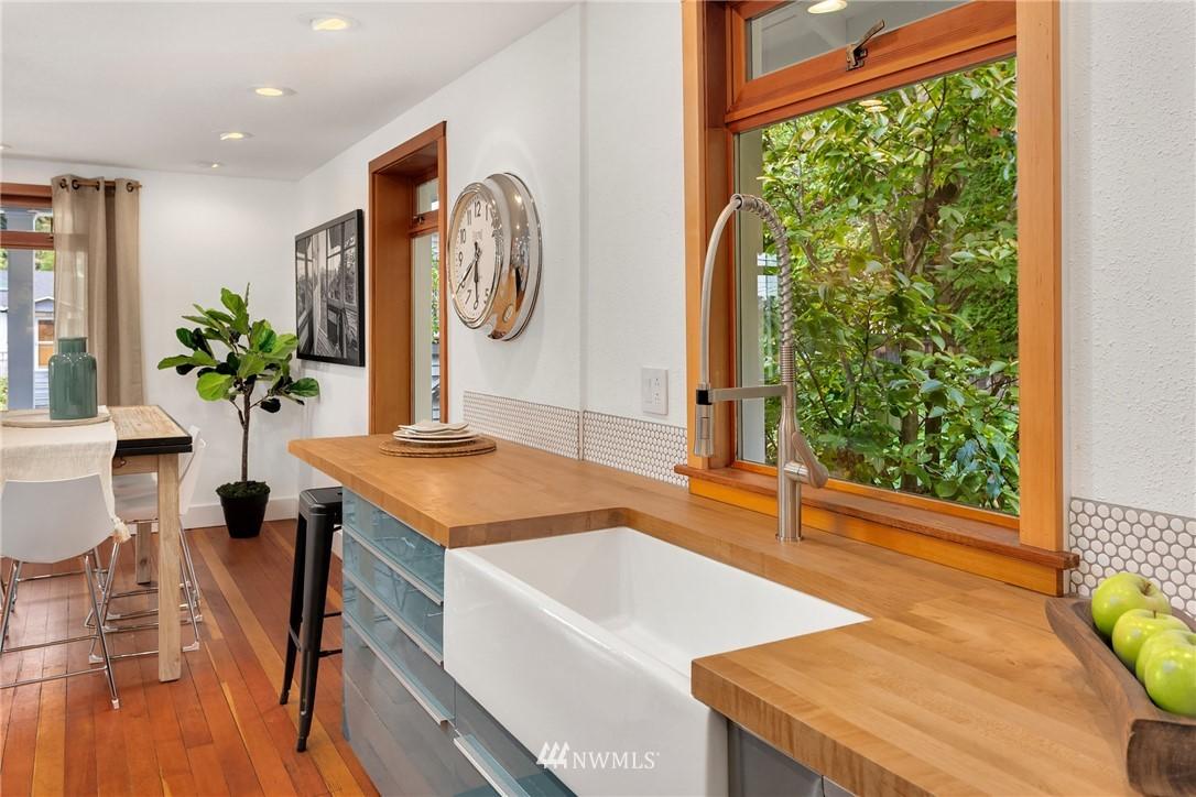 Sold Property   117 N 60th Street Seattle, WA 98103 8