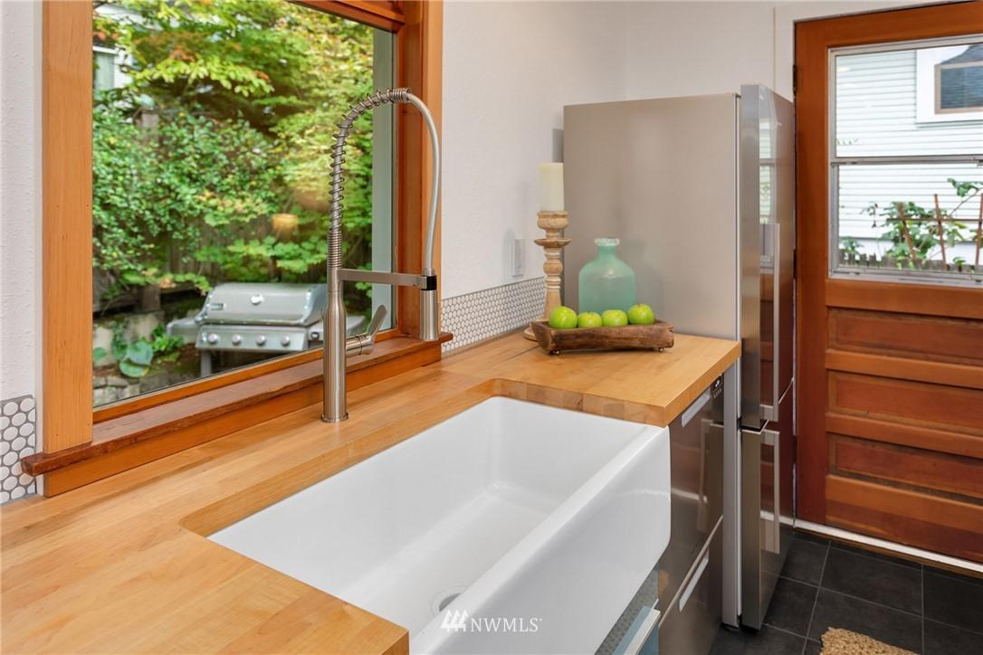 Sold Property   117 N 60th Street Seattle, WA 98103 10