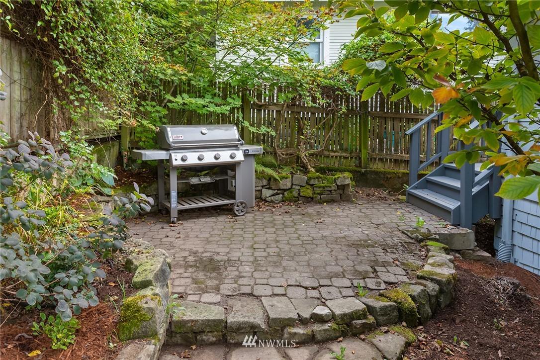 Sold Property   117 N 60th Street Seattle, WA 98103 12
