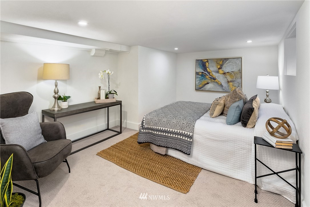 Sold Property   117 N 60th Street Seattle, WA 98103 16