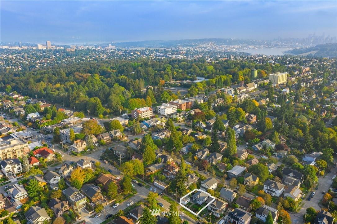 Sold Property   117 N 60th Street Seattle, WA 98103 22