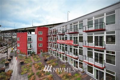 Sold Property | 2960 E Eastlake #404 Seattle, WA 98102 0