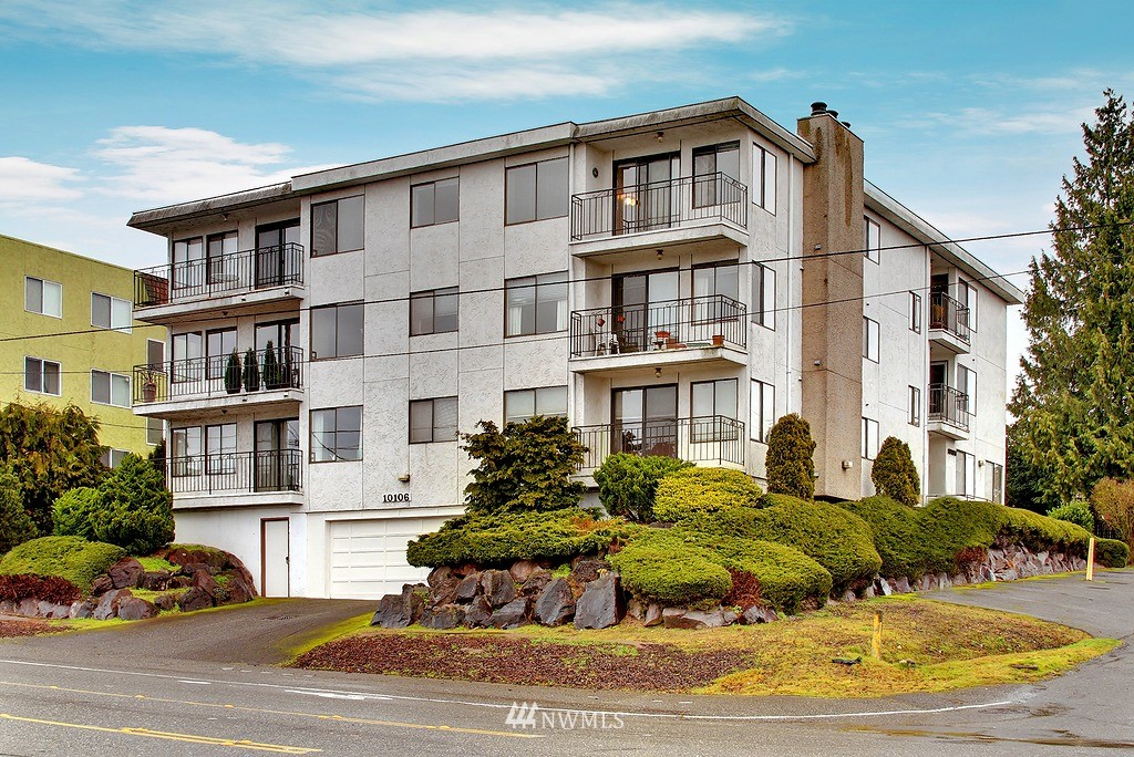 Sold Property | 10106 Greenwood Ave N #203 Seattle, WA 98133 0