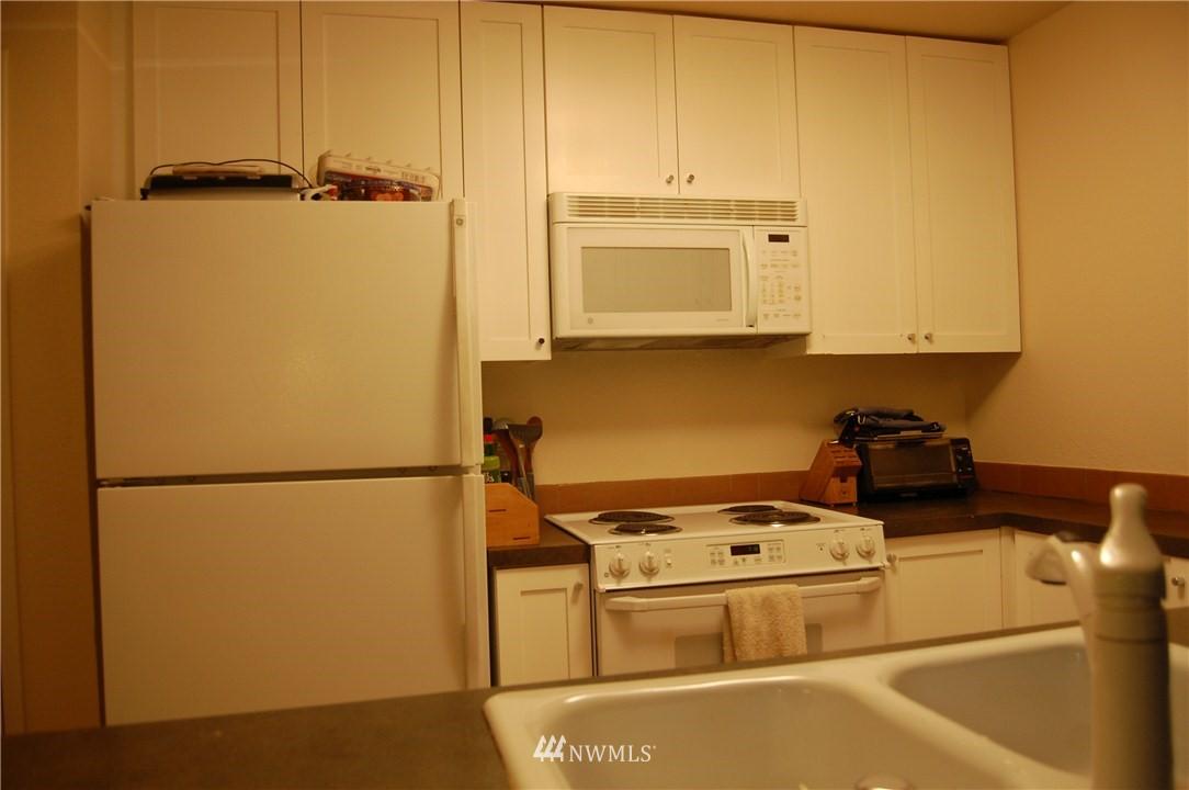 Sold Property | 275 W Roy Street #113 Seattle, WA 98119 3