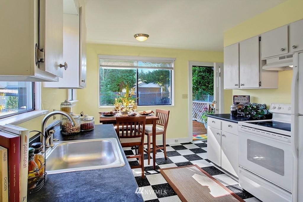 Sold Property | 8007 17th Avenue NE Seattle, WA 98115 4