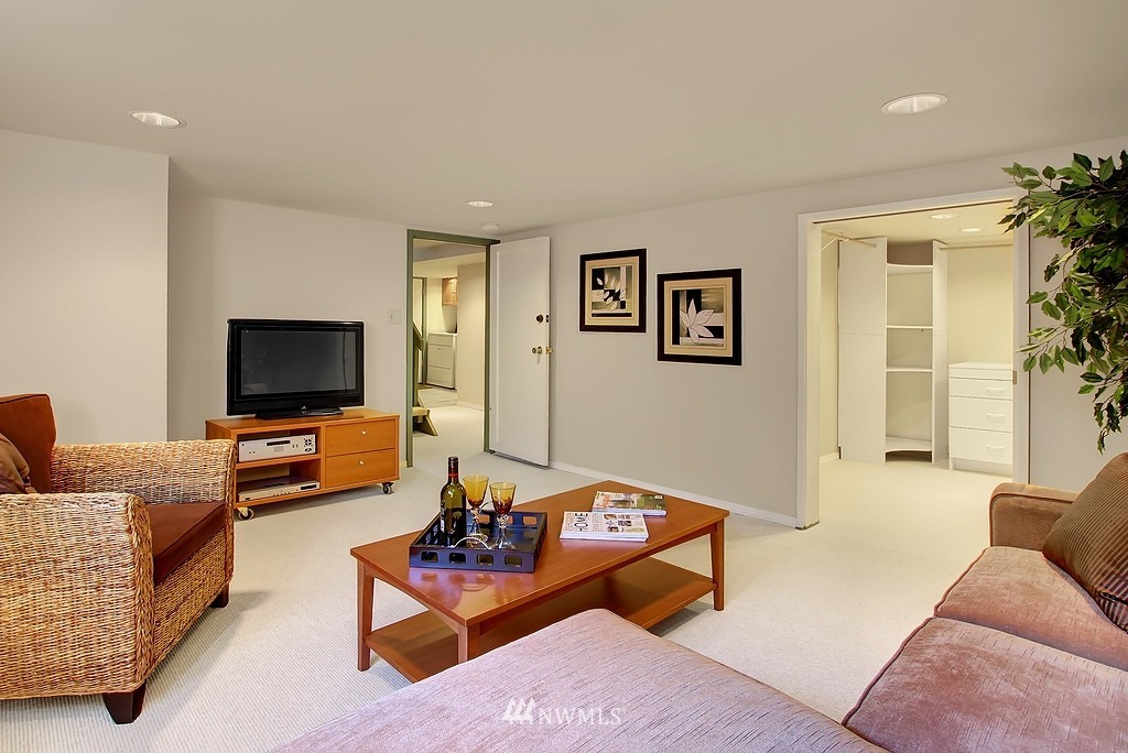 Sold Property | 8007 17th Avenue NE Seattle, WA 98115 10