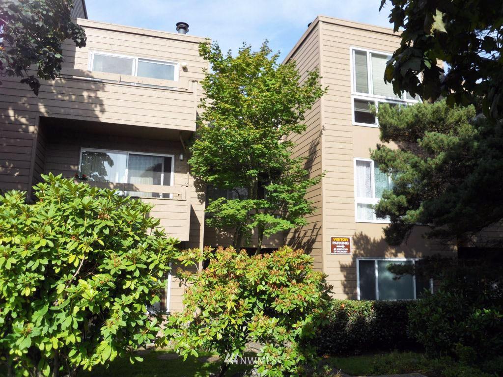 Sold Property | 5844 NE 75th Street #304 Seattle, WA 98115 0