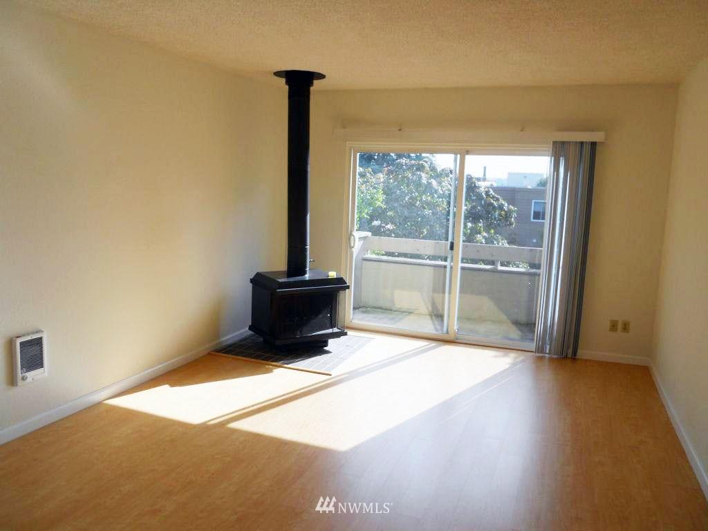 Sold Property | 5844 NE 75th Street #304 Seattle, WA 98115 1