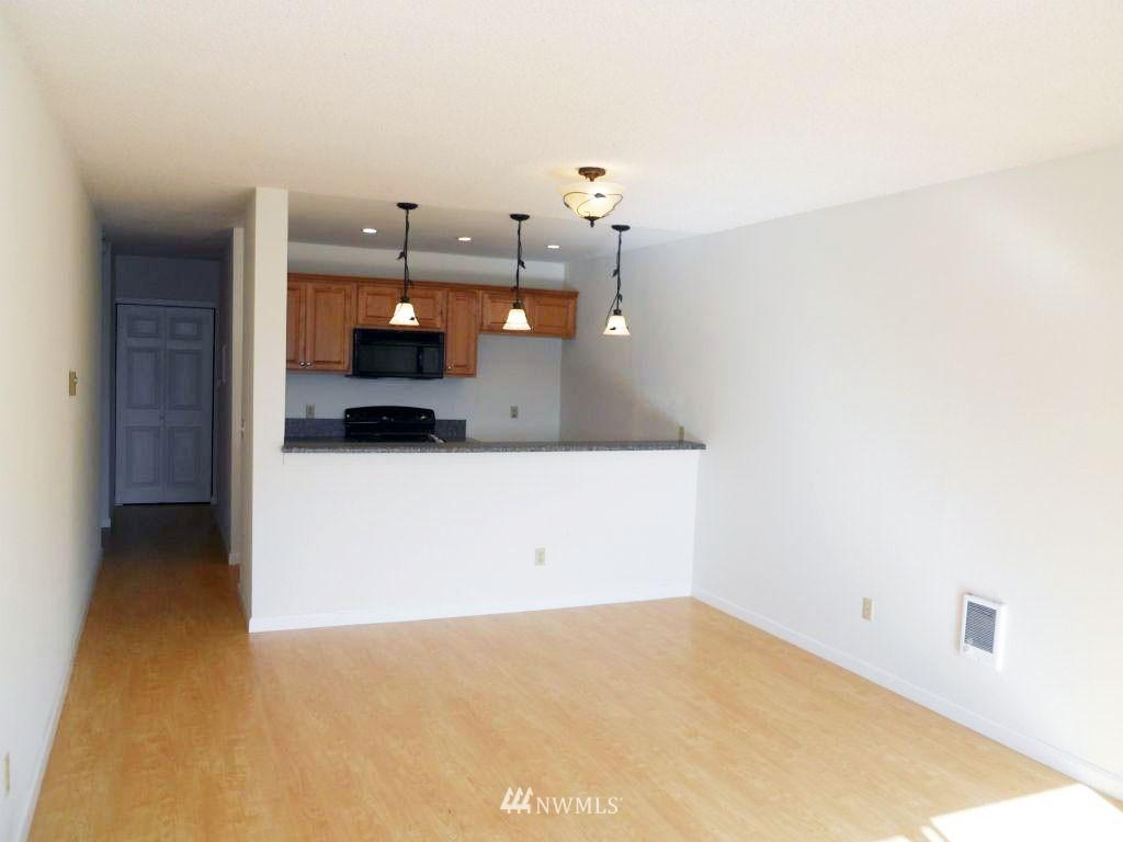 Sold Property | 5844 NE 75th Street #304 Seattle, WA 98115 2