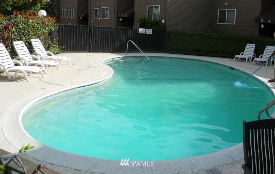 Sold Property | 5844 NE 75th Street #304 Seattle, WA 98115 7