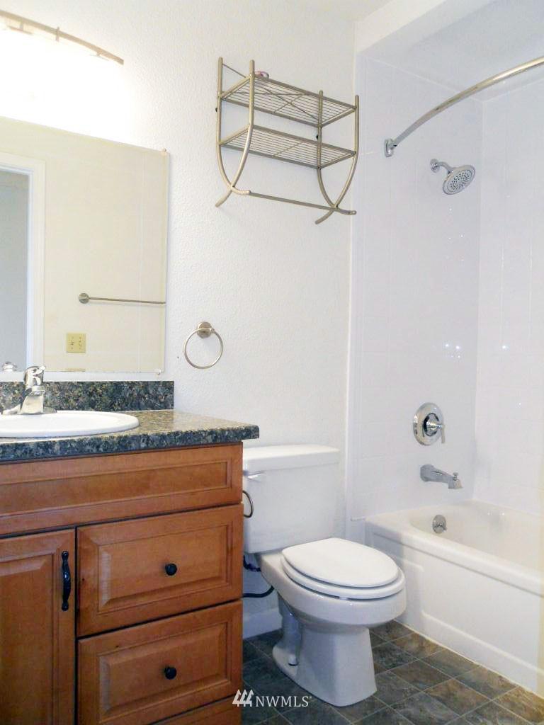 Sold Property | 5844 NE 75th Street #304 Seattle, WA 98115 10