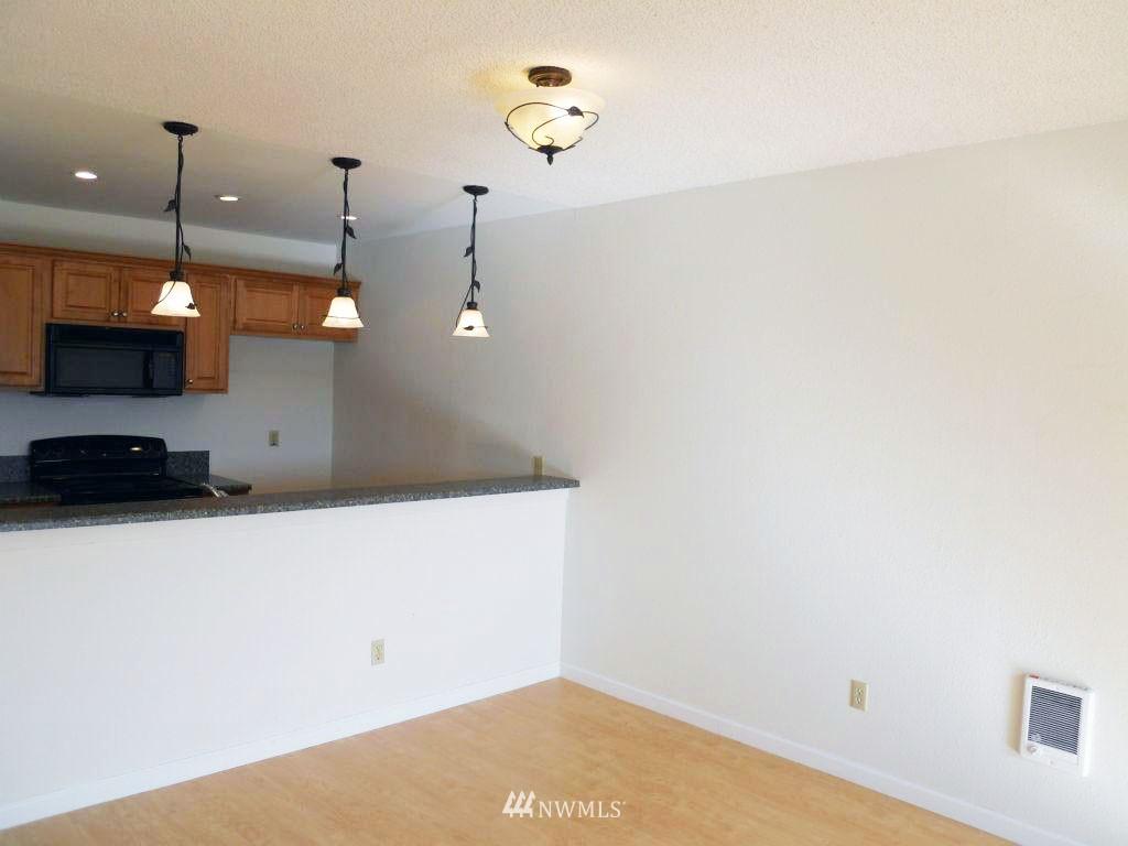 Sold Property | 5844 NE 75th Street #304 Seattle, WA 98115 9