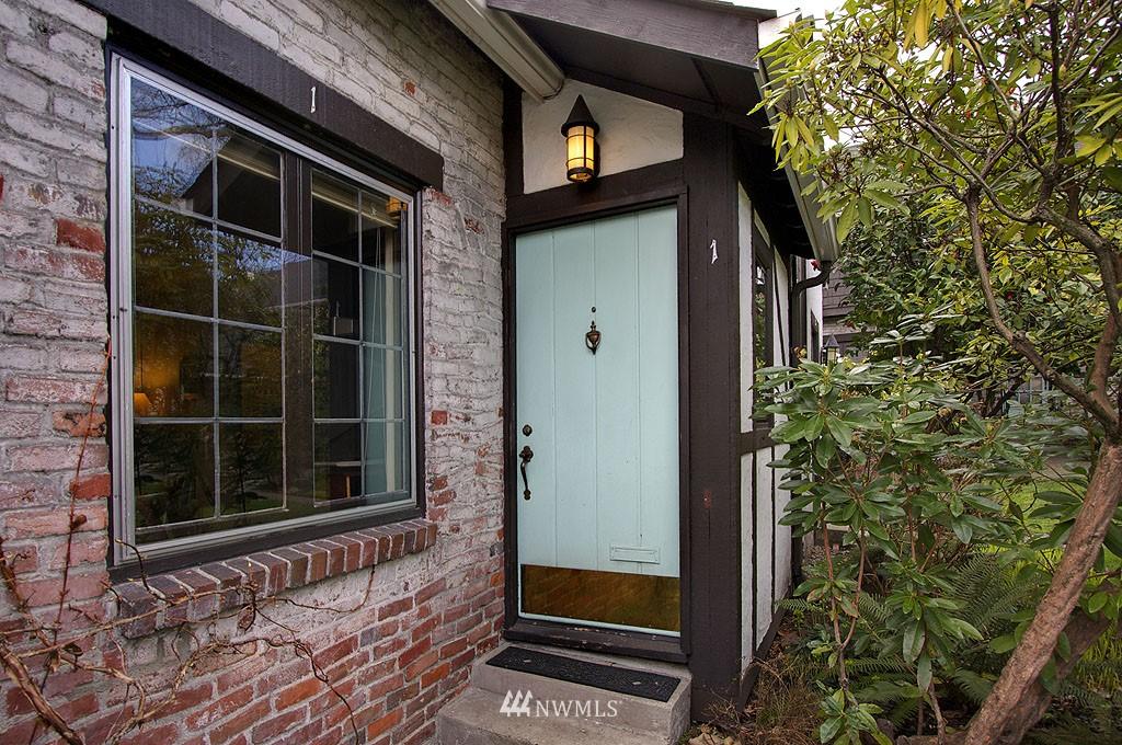 Sold Property | 4225 Brooklyn Avenue NE #1 Seattle, WA 98105 1
