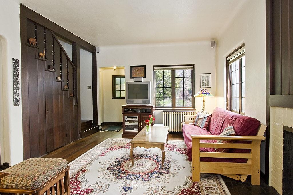 Sold Property | 4225 Brooklyn Avenue NE #1 Seattle, WA 98105 3