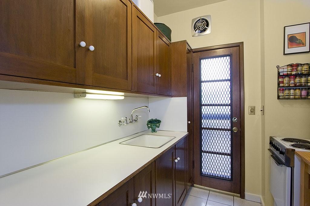 Sold Property | 4225 Brooklyn Avenue NE #1 Seattle, WA 98105 5