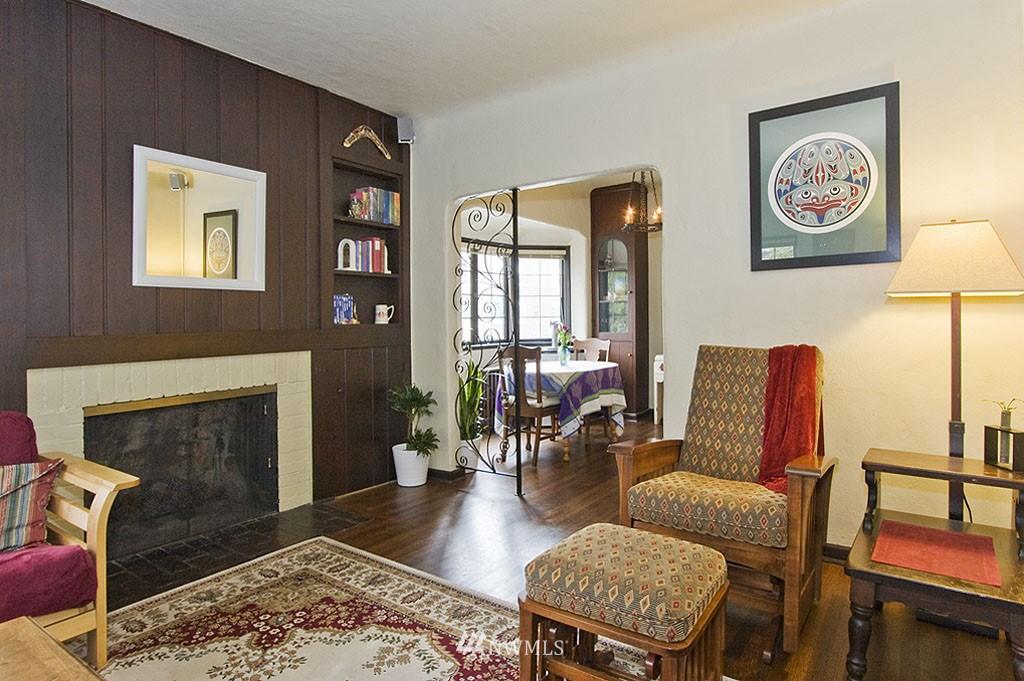 Sold Property | 4225 Brooklyn Avenue NE #1 Seattle, WA 98105 7