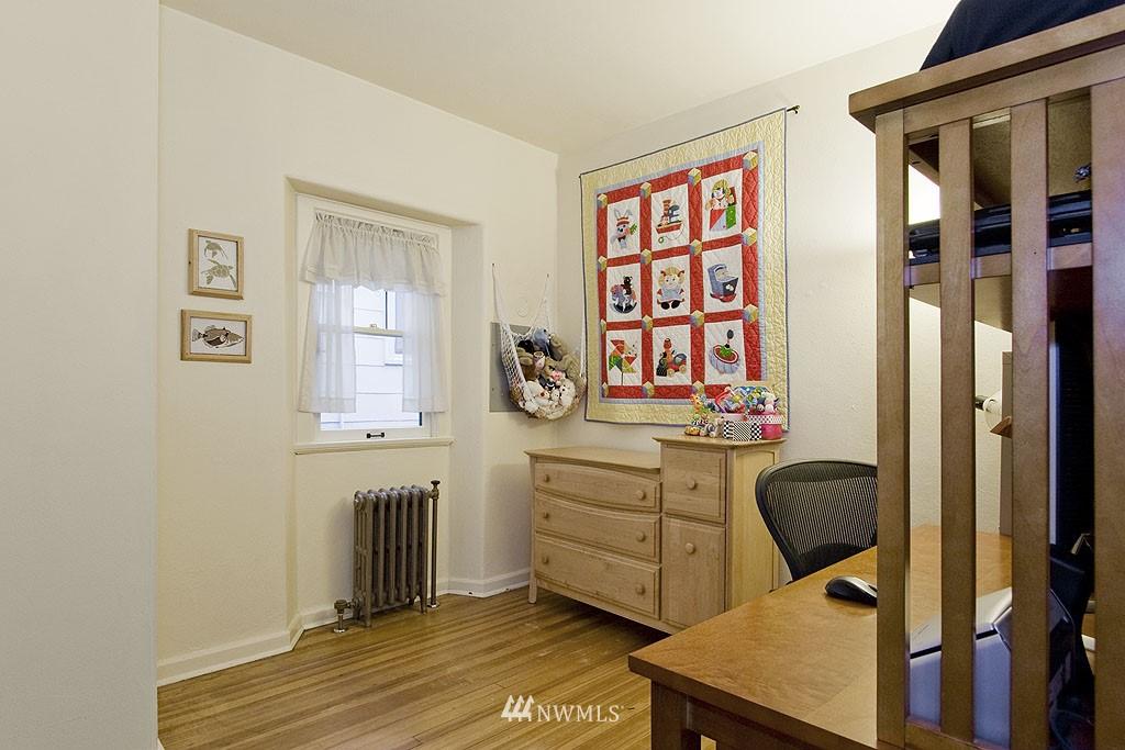 Sold Property | 4225 Brooklyn Avenue NE #1 Seattle, WA 98105 8