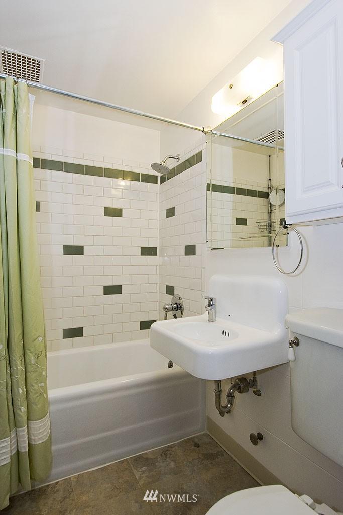 Sold Property | 4225 Brooklyn Avenue NE #1 Seattle, WA 98105 9