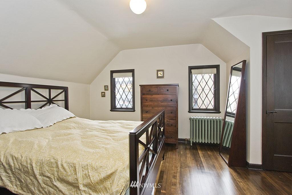 Sold Property | 4225 Brooklyn Avenue NE #1 Seattle, WA 98105 10