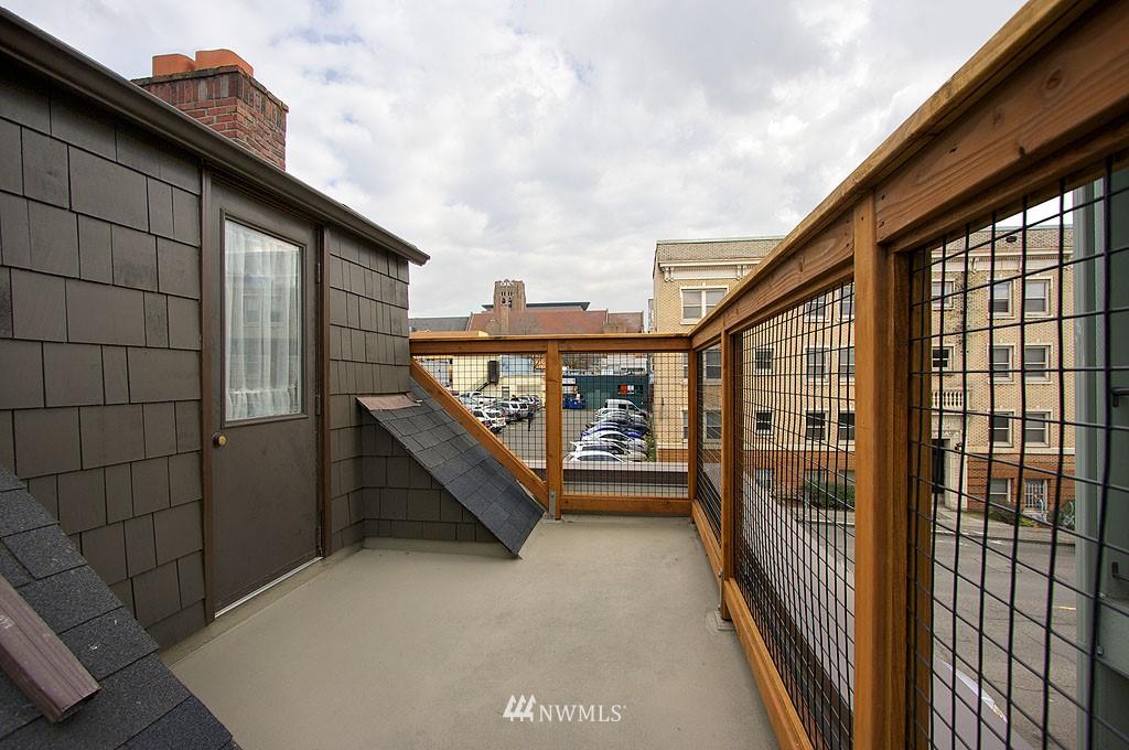 Sold Property | 4225 Brooklyn Avenue NE #1 Seattle, WA 98105 11